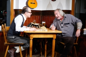 "Das Theater Lindenhof gastiert mit ""Chaim & Adolf"" in Rexingen."