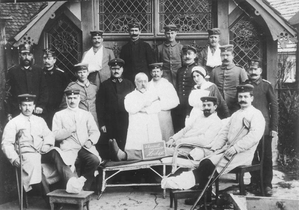 Dr. Rosenfeld with patients in the military hospital in Horb